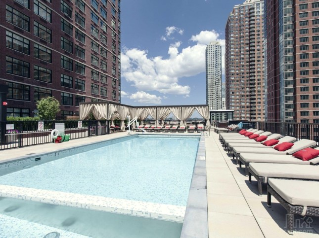 theone-jersey-city-pool